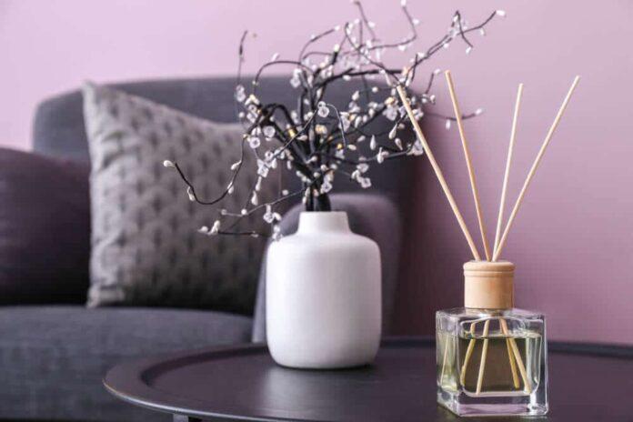 Ce sunt odorizantele de cameră cu bețișoare